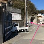 ①のポイントは右、トンネルをくぐれば②のポイントに行く。